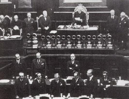 1922 - Mussolini chiede la fiducia alla Camera